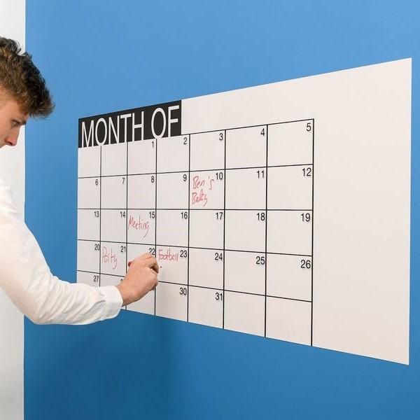 Calendario y pizarra blanca | Calendario en pizarra blanca