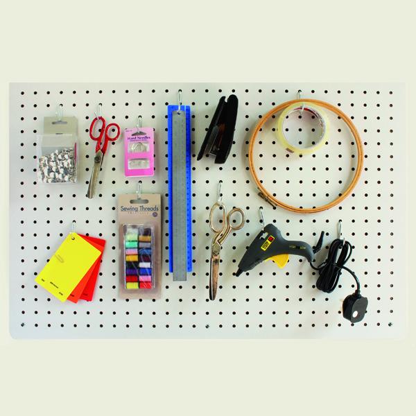 Tablero perforado comb | Tablero perforado | Cuelga el tablero en el pasillo o junto a la cama para tener a mano tus cosas, desde llaves